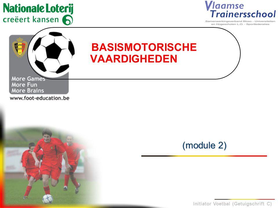 Initiator Voetbal (Getuigschrift C) AMORTI MET HET HOOFD  ontspannen lichaam (hals- en rugspieren) achteruit geneigd met de benen lichtjes gebogen (schokbreker) - hoge trage bal (inworp)WANNEER.