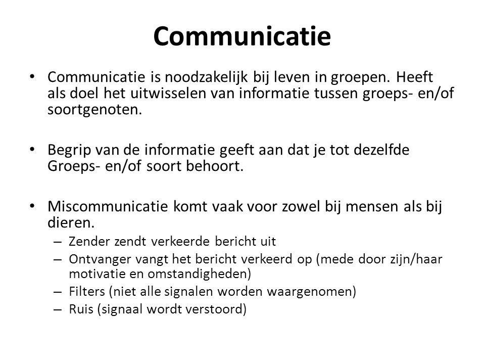 Communicatie • Communicatie is noodzakelijk bij leven in groepen. Heeft als doel het uitwisselen van informatie tussen groeps- en/of soortgenoten. • B