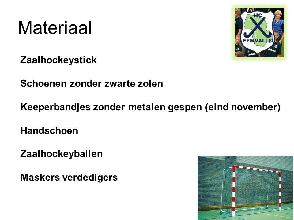 Materiaal Zaalhockeystick Schoenen zonder zwarte zolen Keeperbandjes zonder metalen gespen (eind november) Handschoen Zaalhockeyballen Maskers verdedigers
