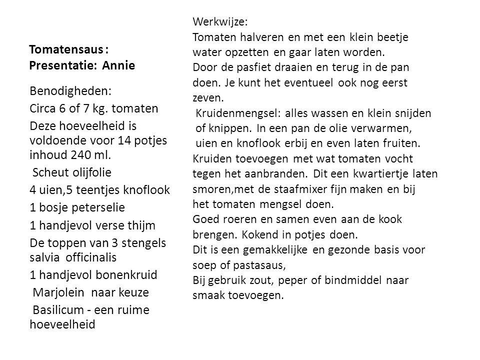 Courgettes in zoetzuur presentatie: Tilly Werkwijze: Courgettes wassen,schillen en halveren,de zaad- lijsten verwijderen dan in blokjes snijden.