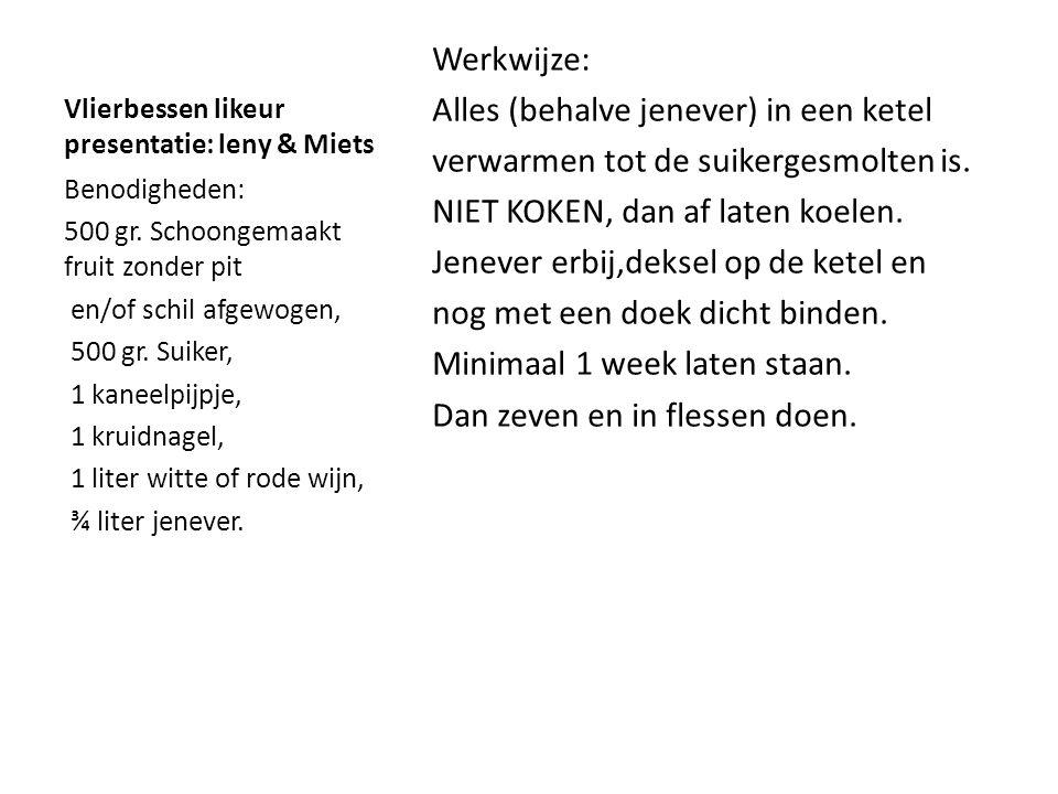 Kweeperenpasta presentatie: leny en Miets Werkwijze: Veeg het dons eraf, snijd ze in de lengte in kwarten, verwijder steel en kroontje.