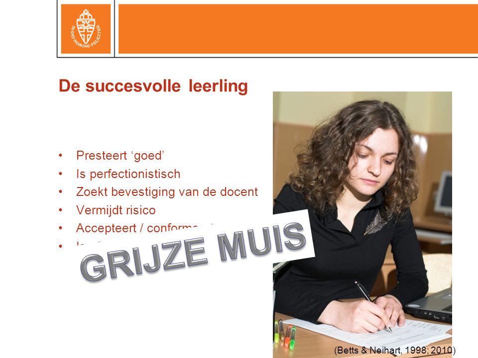 De succesvolle leerling •Presteert 'goed' •Is perfectionistisch •Zoekt bevestiging van de docent •Vermijdt risico •Accepteert / conformeert •Is afhankelijk (Betts & Neihart, 1998; 2010)