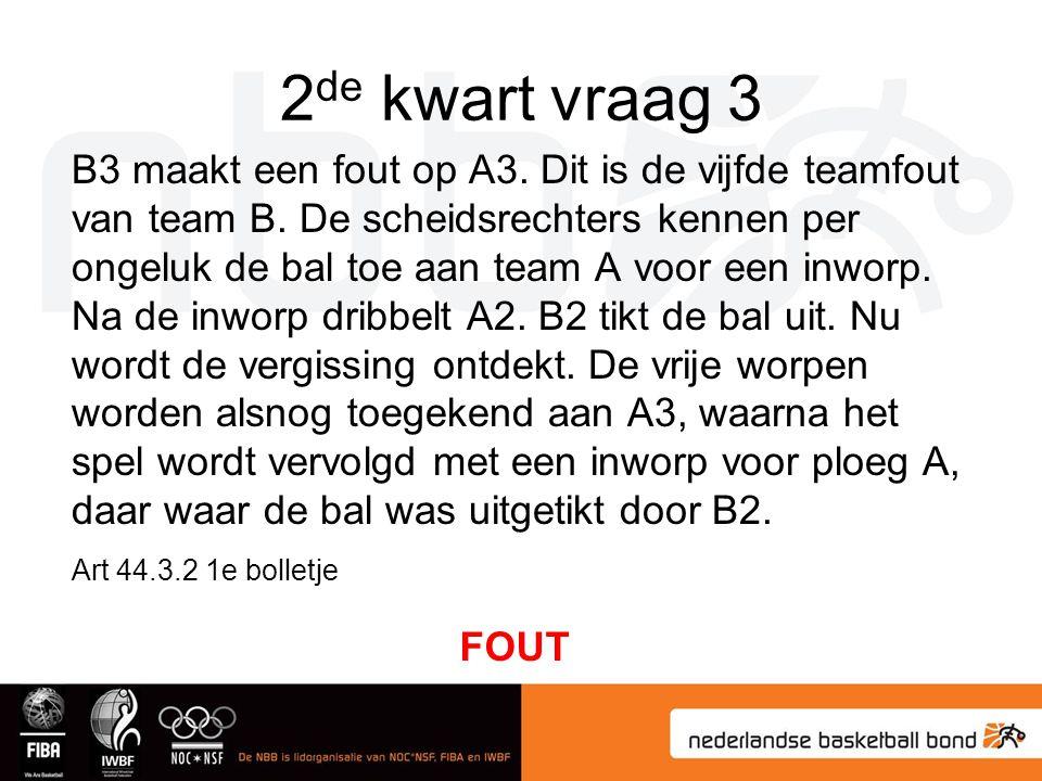 2 de kwart vraag 3 B3 maakt een fout op A3. Dit is de vijfde teamfout van team B. De scheidsrechters kennen per ongeluk de bal toe aan team A voor een