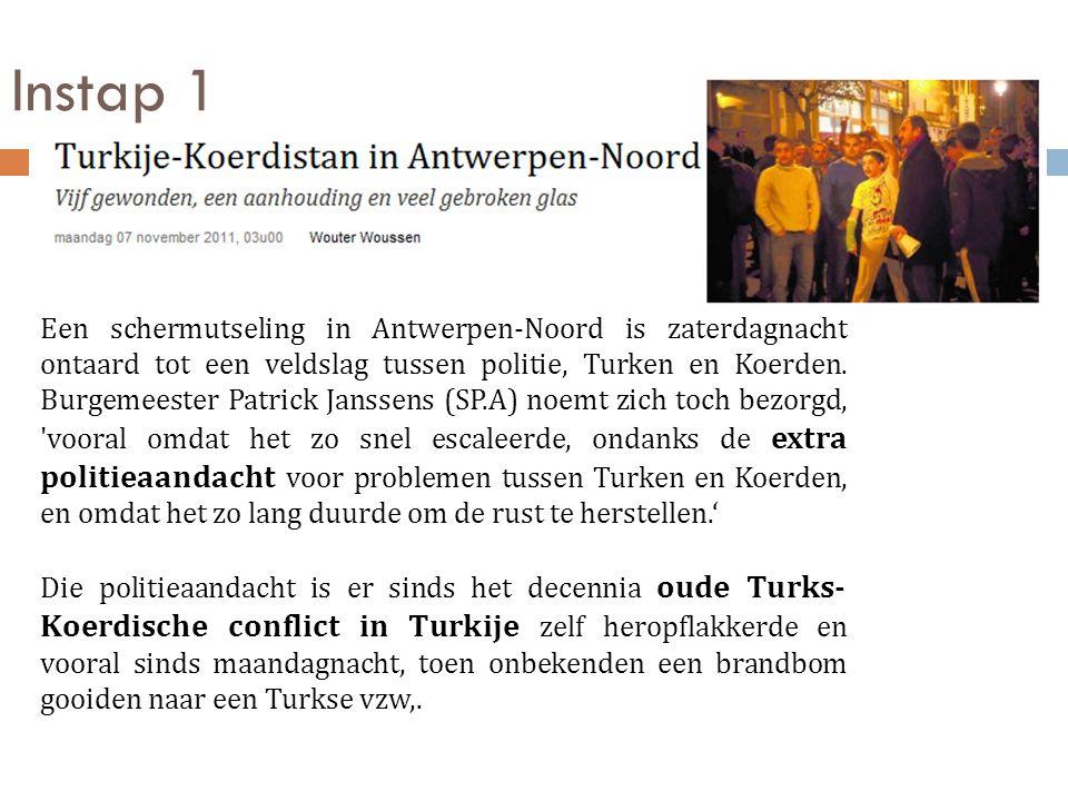 Instap 1 Een schermutseling in Antwerpen-Noord is zaterdagnacht ontaard tot een veldslag tussen politie, Turken en Koerden. Burgemeester Patrick Janss