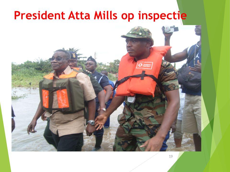 President Atta Mills op inspectie 19