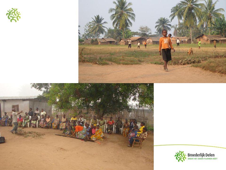 Congo, een rijk land met een arme bevolking •65 à 75 miljoen inwoners op 2.345.409 km² (schattingen 2013) •Jonge bevolking (50%<18jaar) •Levensverwachting: 49 jaar (2012) •Onderwijs: 50% van jongeren voltooit lager onderwijs (2012) •Analfabetisme: 41,2% vrouwen en 14,2% mannen (2007) •Gemiddeld jaarlijks inkomen per inwoner: 220€ (2012) •Ontwikkelingsindex: 187/187 (2012) •Armoede: 71,3% (2005) •Religie: 40% katholiek, 24% protestant, 5% Kibanguist, Islam 10% •Kinshasa: 7,85 miljoen inwoners •Verstedelijking: 25% (schatting)