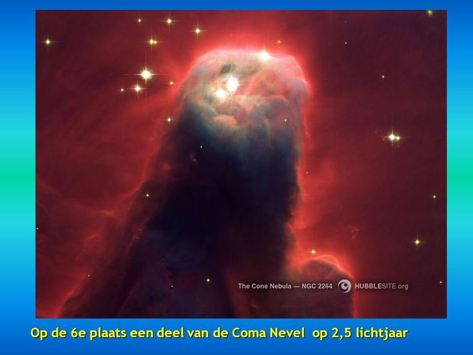 Op de vijfde plaats de Zandloper Nevel op een afstand van 8000 lichtjaar.