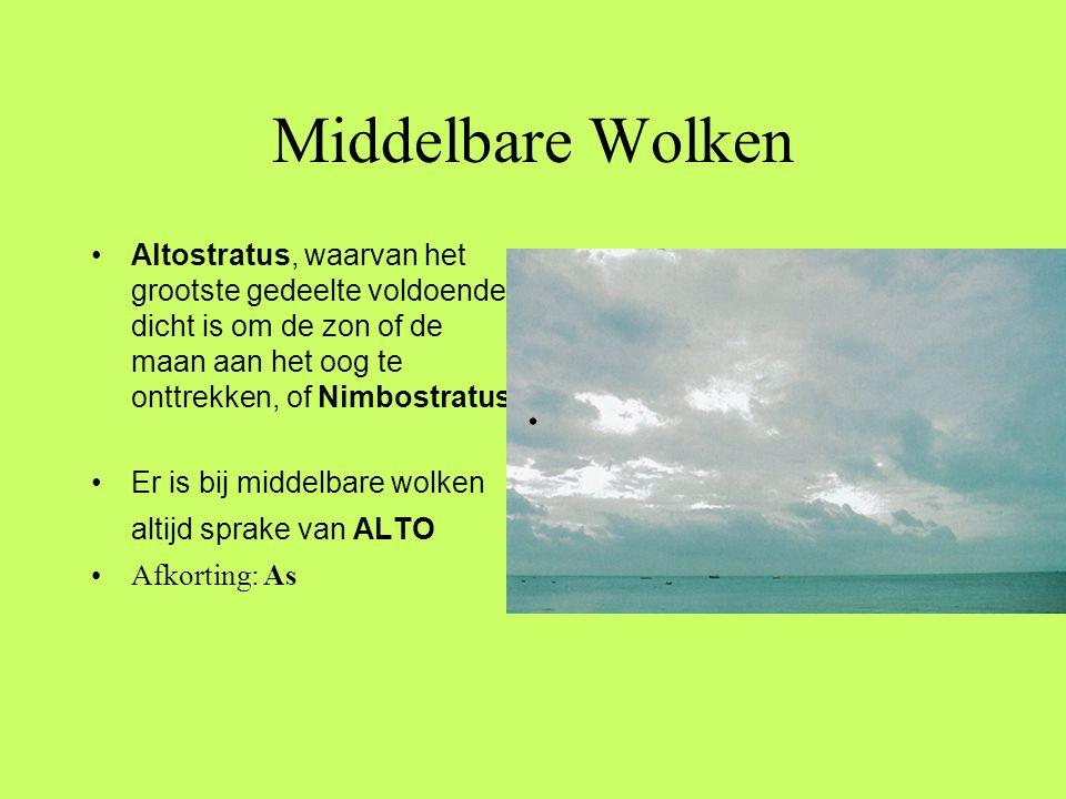 Middelbare Wolken •Altostratus, waarvan het grootste gedeelte voldoende dicht is om de zon of de maan aan het oog te onttrekken, of Nimbostratus •Er i