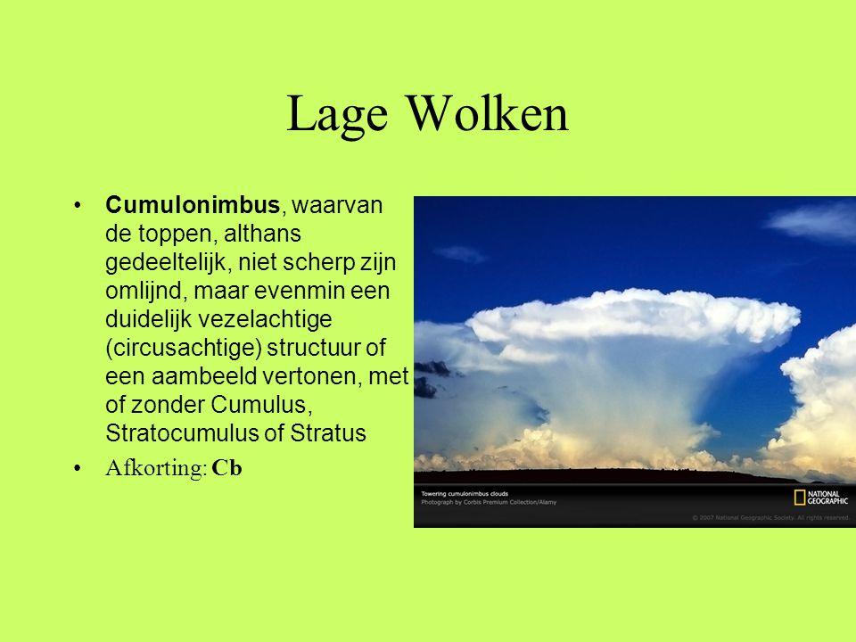 Lage Wolken •Cumulonimbus, waarvan de toppen, althans gedeeltelijk, niet scherp zijn omlijnd, maar evenmin een duidelijk vezelachtige (circusachtige)