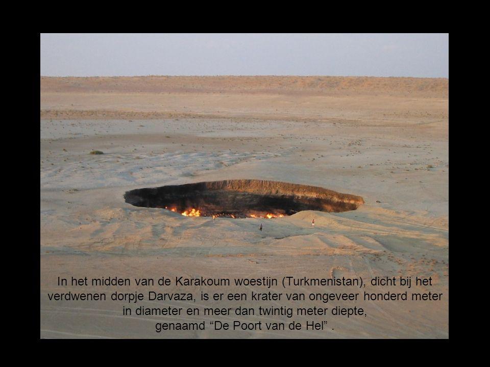 In het midden van de Karakoum woestijn (Turkmenistan), dicht bij het verdwenen dorpje Darvaza, is er een krater van ongeveer honderd meter in diameter
