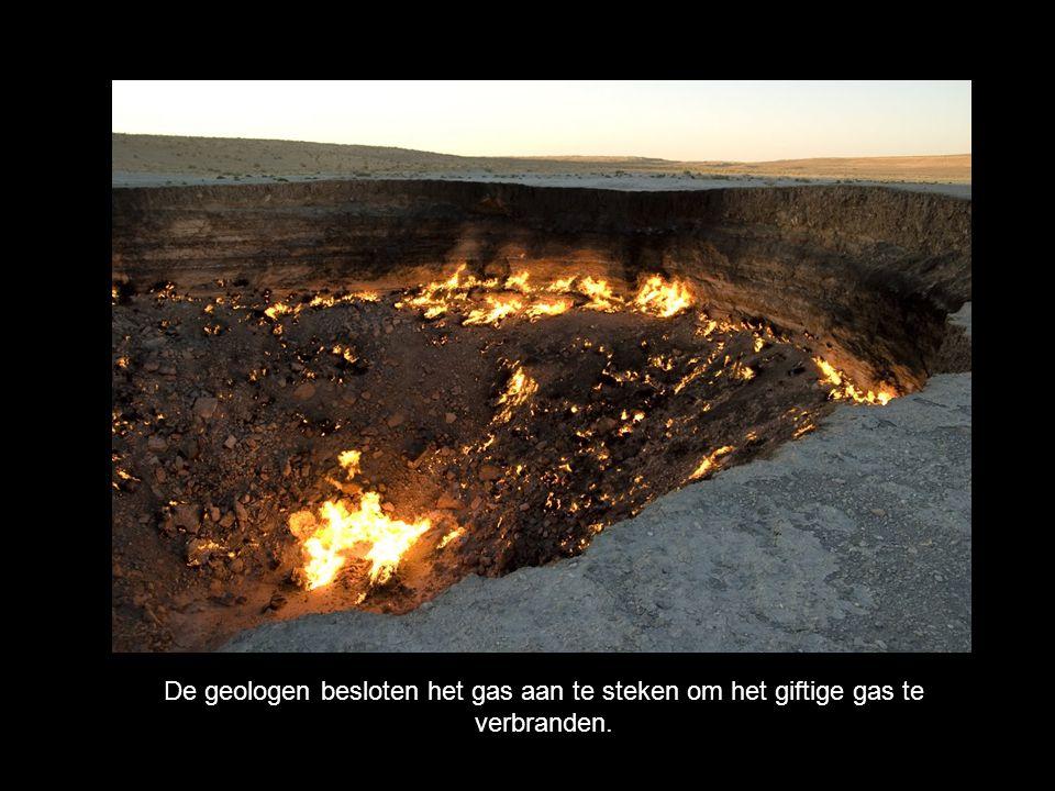 De geologen besloten het gas aan te steken om het giftige gas te verbranden.