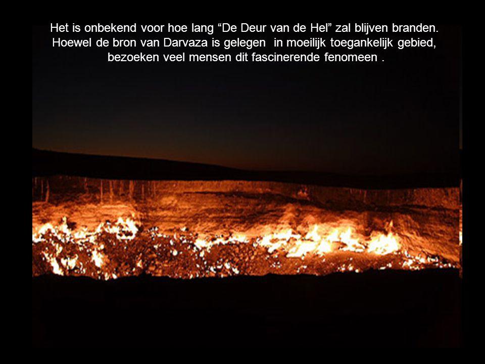 """Het is onbekend voor hoe lang """"De Deur van de Hel"""" zal blijven branden. Hoewel de bron van Darvaza is gelegen in moeilijk toegankelijk gebied, bezoeke"""