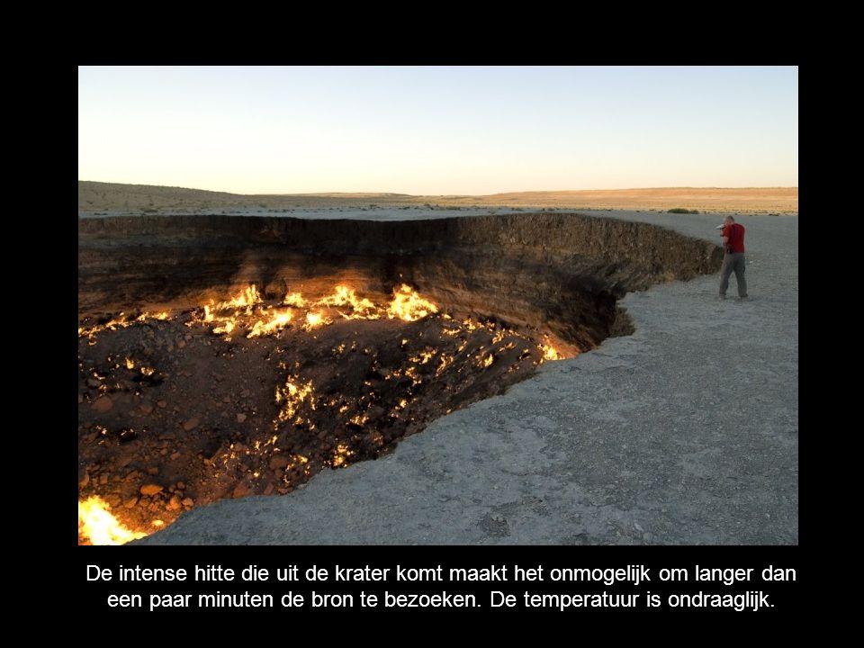 De intense hitte die uit de krater komt maakt het onmogelijk om langer dan een paar minuten de bron te bezoeken. De temperatuur is ondraaglijk.