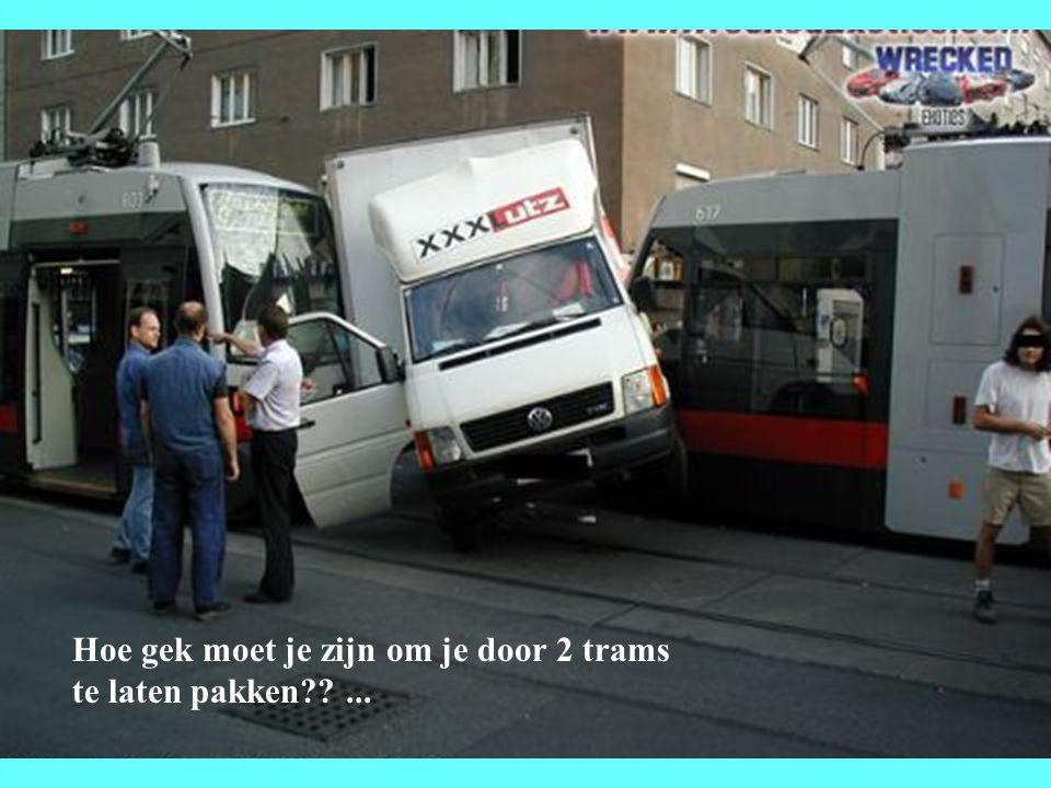 Hoe gek moet je zijn om je door 2 trams te laten pakken??...