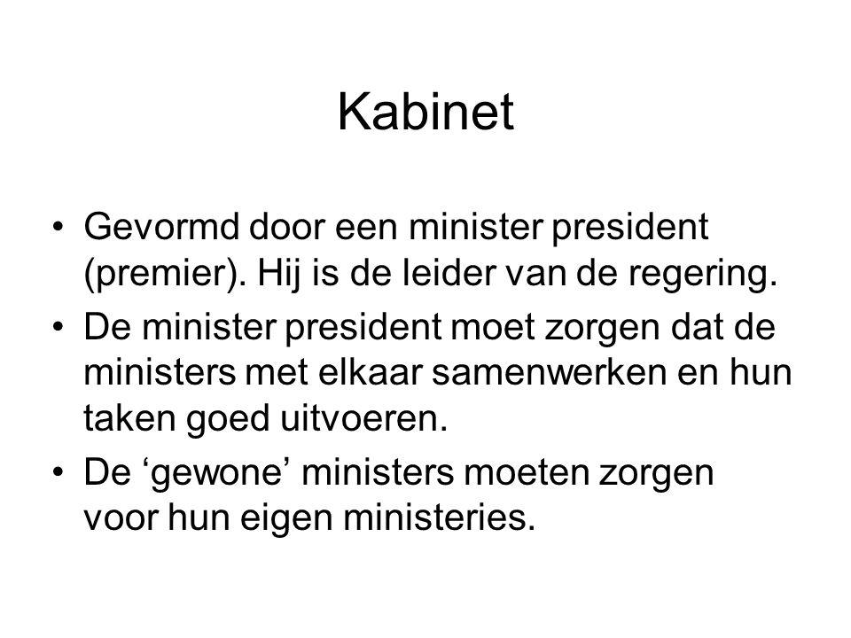 Kabinet •Gevormd door een minister president (premier). Hij is de leider van de regering. •De minister president moet zorgen dat de ministers met elka