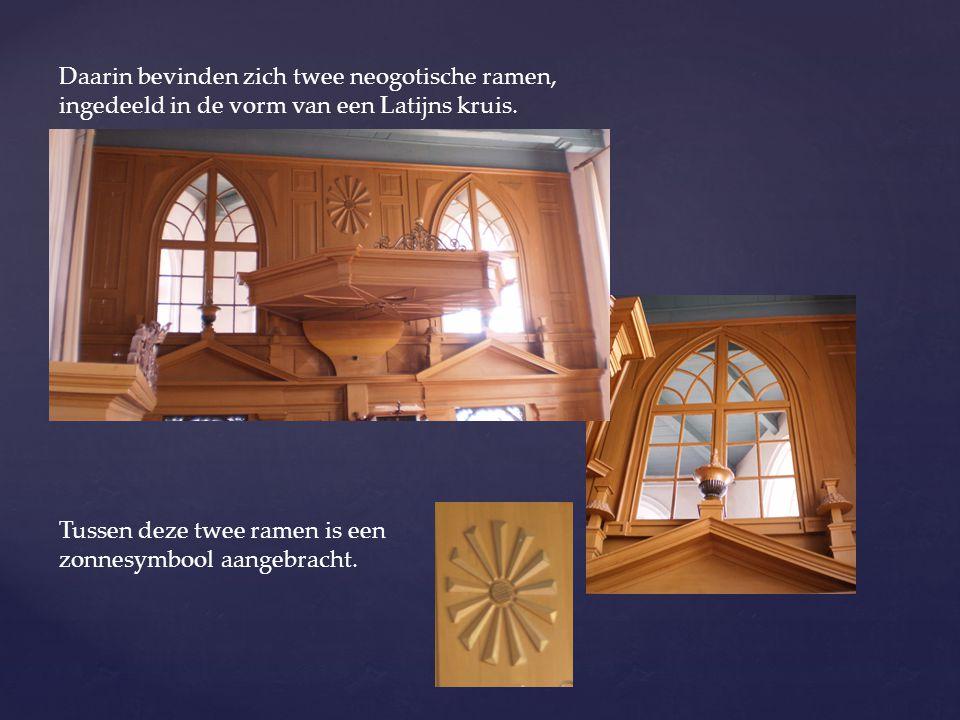 Daarin bevinden zich twee neogotische ramen, ingedeeld in de vorm van een Latijns kruis. Tussen deze twee ramen is een zonnesymbool aangebracht.