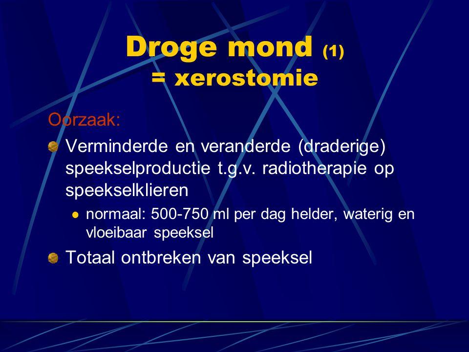 Droge mond (1) = xerostomie Oorzaak: Verminderde en veranderde (draderige) speekselproductie t.g.v. radiotherapie op speekselklieren  normaal: 500-75