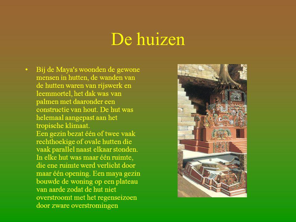De huizen •Bij de Maya s woonden de gewone mensen in hutten, de wanden van de hutten waren van rijswerk en leemmortel, het dak was van palmen met daaronder een constructie van hout.