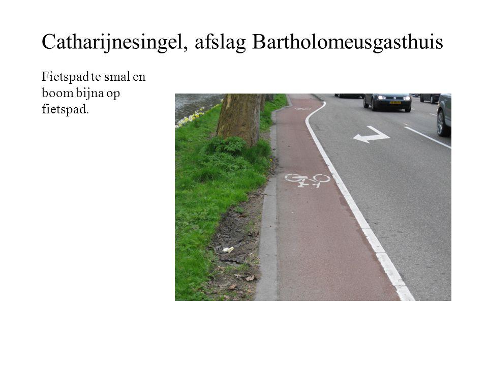 Catharijnesingel, afslag Bartholomeusgasthuis Fietspad te smal en boom bijna op fietspad.