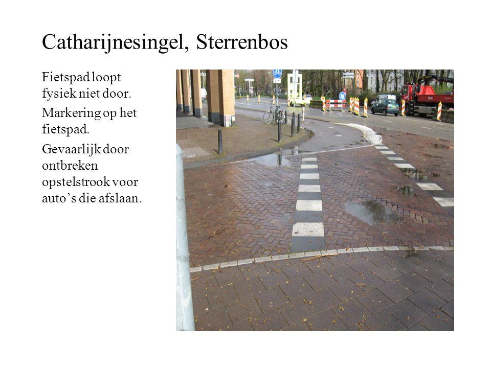 Catharijnesingel, Sterrenbos Fietspad loopt fysiek niet door. Markering op het fietspad. Gevaarlijk door ontbreken opstelstrook voor auto's die afslaa