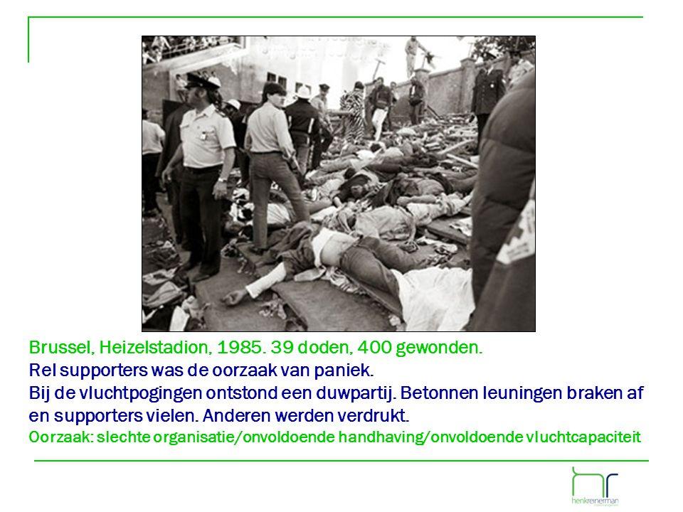 Brussel, Heizelstadion, 1985. 39 doden, 400 gewonden. Rel supporters was de oorzaak van paniek. Bij de vluchtpogingen ontstond een duwpartij. Betonnen