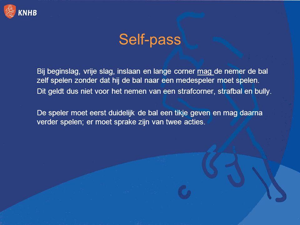 Self-pass Bij beginslag, vrije slag, inslaan en lange corner mag de nemer de bal zelf spelen zonder dat hij de bal naar een medespeler moet spelen. Di