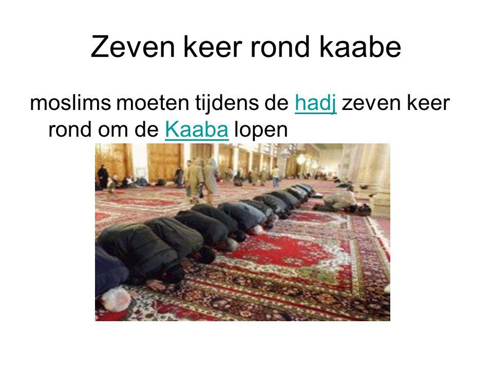 Zeven keer rond kaabe moslims moeten tijdens de hadj zeven keer rond om de Kaaba lopenhadjKaaba