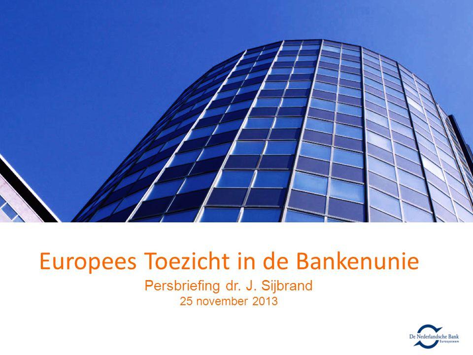 Bankenunie: meer dan Europees toezicht Doelstellingen bankenunie – Doorbreken negatieve wisselwerking overheden en banken – Verbeteren grensoverschrijdend toezicht en vertrouwen in banken – Verkleinen financiële risico's belastingbetaler Pilaren bankenunie 1.Gezamenlijk toezicht: Single Supervisory Mechanism (SSM) 2.Gezamenlijk resolutiemechanisme: Single Resolution Mechanism (SRM) 3.Gezamenlijk depositogarantiestelsel: Europees Deposit Guarantee Scheme (DGS) SSM verst gevorderd, maar mogelijke inhaalslag SRM 201220132014 jasondjfmamjjasondjfmamjjasond SSM SRM DGS CommissievoorstelVerordening van kracht Commissievoorstel Start Onderhandelingen Richtlijn gaande : harmonisatie nationale stelsels Verordening?