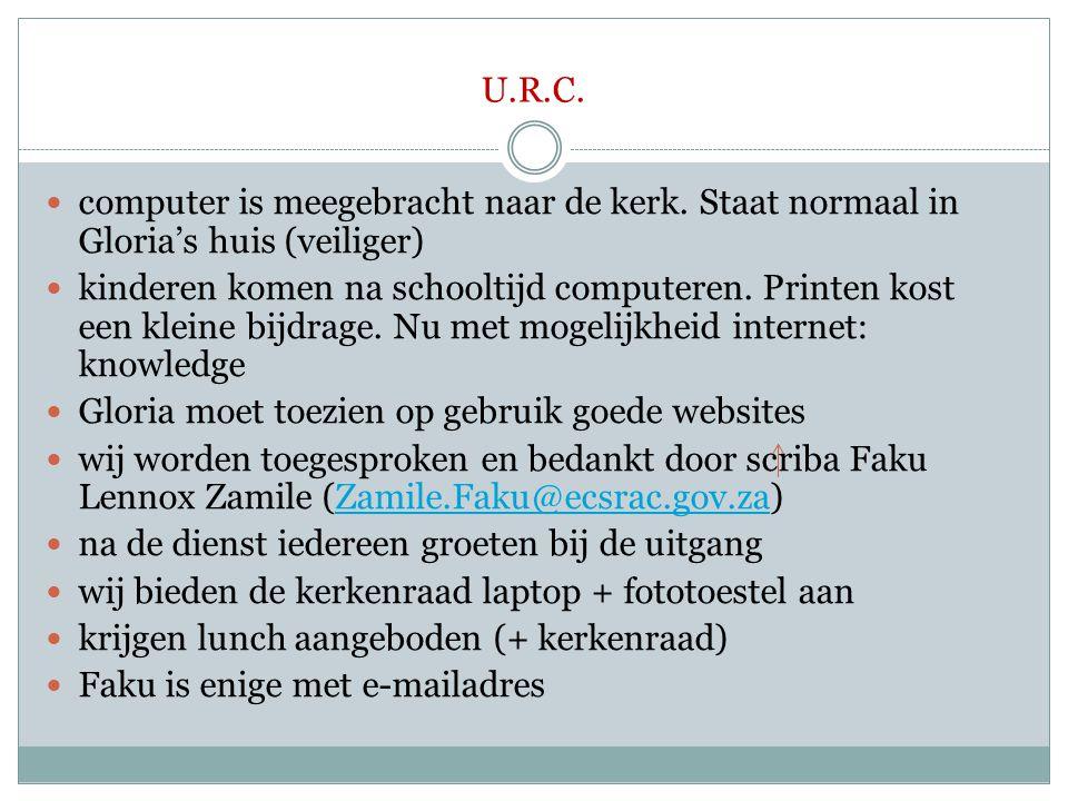 U.R.C.  computer is meegebracht naar de kerk. Staat normaal in Gloria's huis (veiliger)  kinderen komen na schooltijd computeren. Printen kost een k