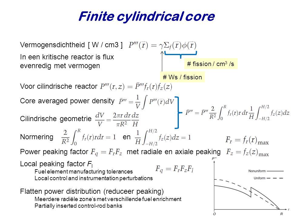 Finite cylindrical core Vermogensdichtheid [ W / cm3 ] In een kritische reactor is flux evenredig met vermogen Core averaged power density Cilindrisch