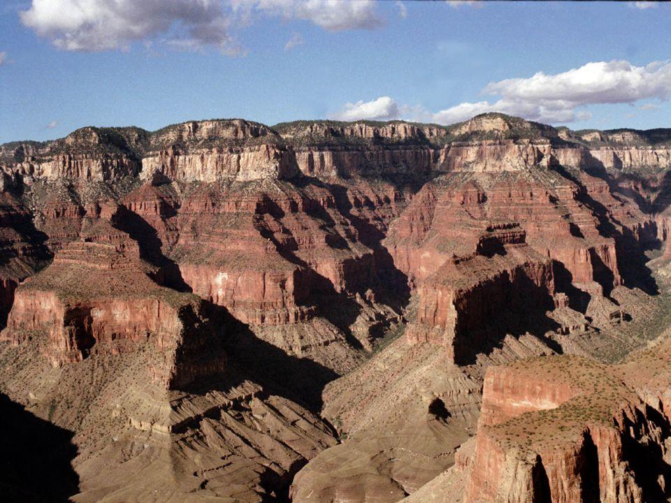  Landschappen zijn dynamisch, dat wil zeggen dat ze voortdurend veranderen  Drie natuurlijke processen spelen een belangrijke rol: -Erosie -Verwering -Sedimentatie