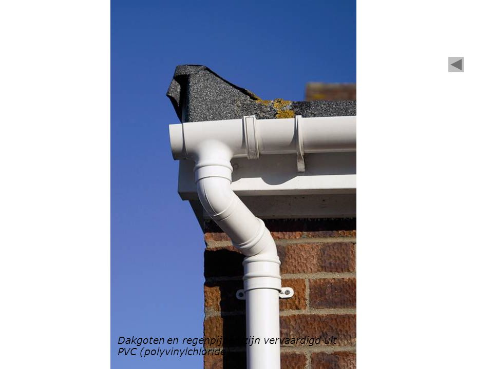 Dakgoten en regenpijpen zijn vervaardigd uit PVC (polyvinylchloride).