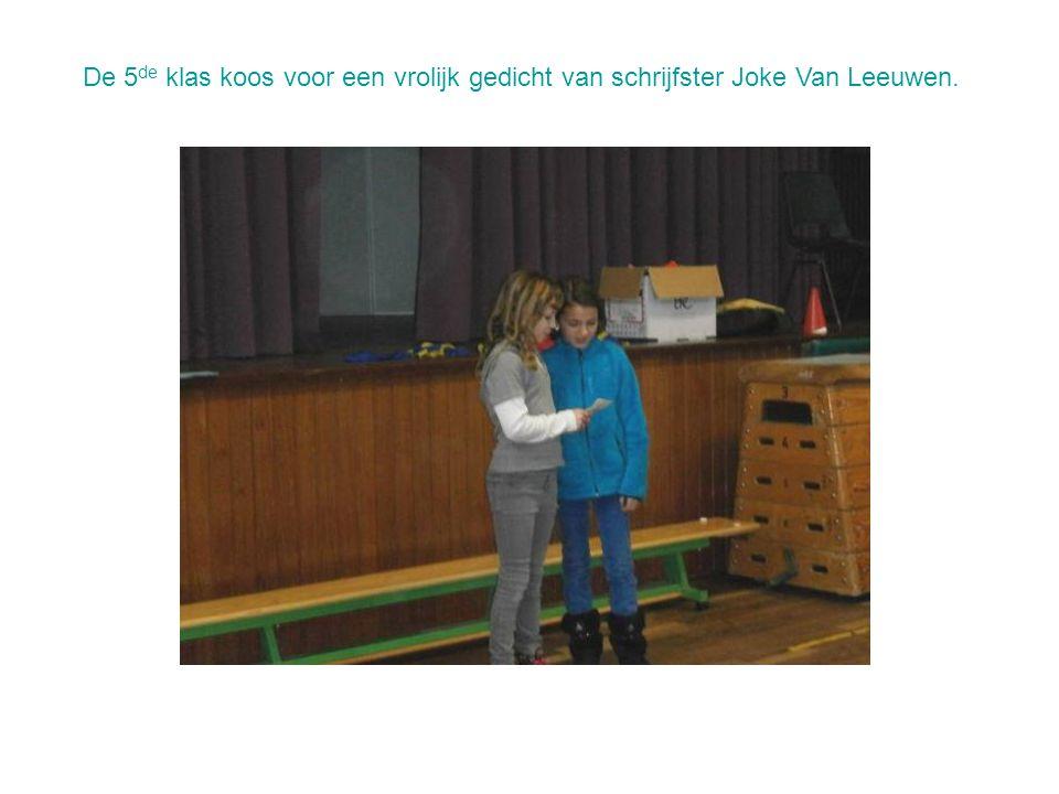 De 5 de klas koos voor een vrolijk gedicht van schrijfster Joke Van Leeuwen.