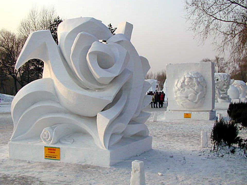 •Het ijsfestival gaat door, enkele kilometers verder.
