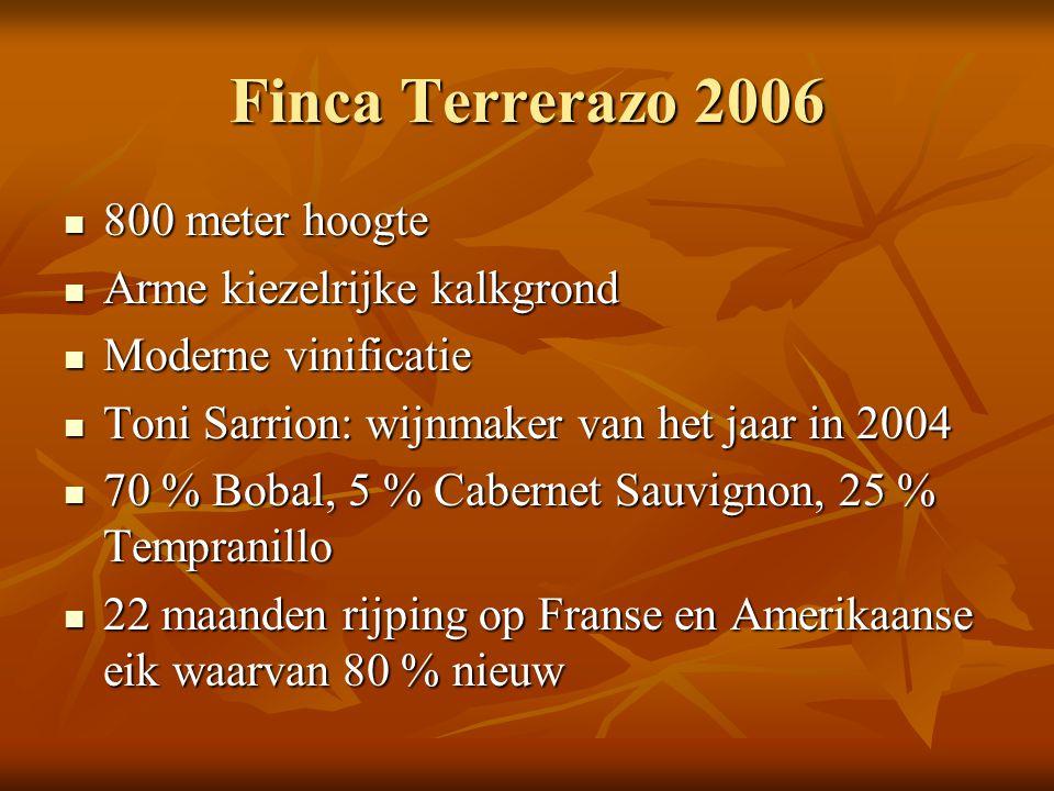 Finca Terrerazo 2006  800 meter hoogte  Arme kiezelrijke kalkgrond  Moderne vinificatie  Toni Sarrion: wijnmaker van het jaar in 2004  70 % Bobal
