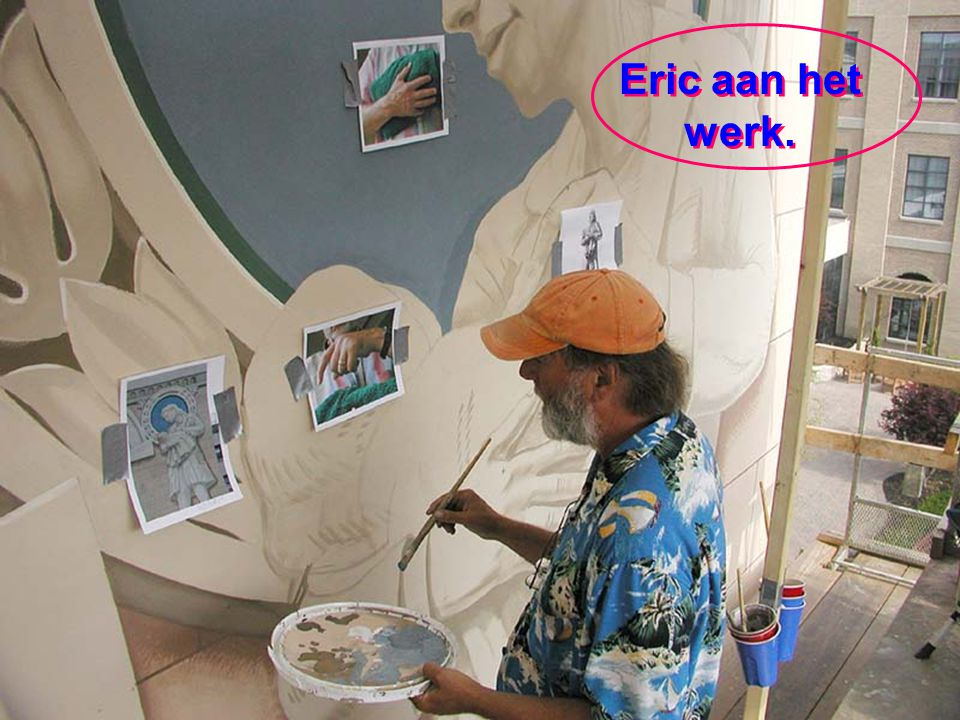 Eric is in zijn element 10 meter boven de grond. Hij doet het meeste van zijn kunstwerk zelf. En bovendien doet hij opzoekingen en maakt tekeningen va