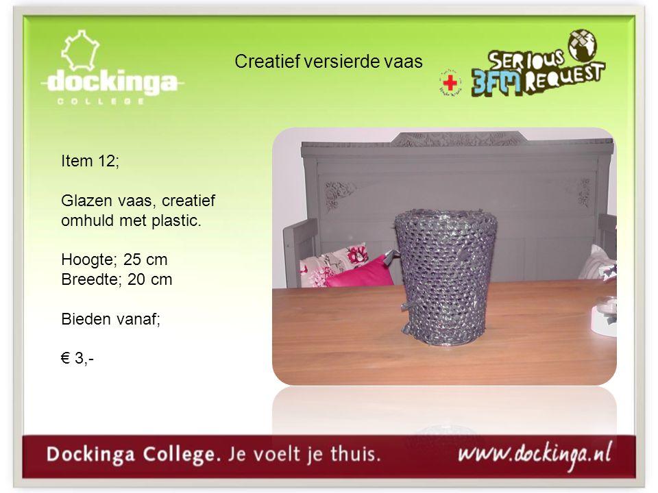 Creatief versierde vaas Item 12; Glazen vaas, creatief omhuld met plastic.