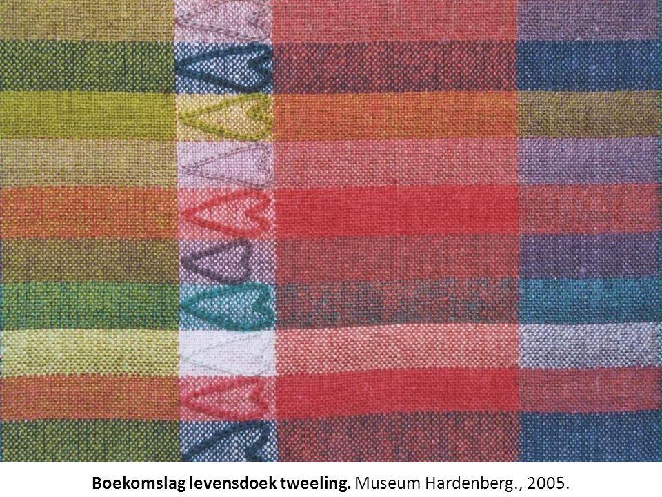 Boekomslag levensdoek tweeling. Museum Hardenberg., 2005.
