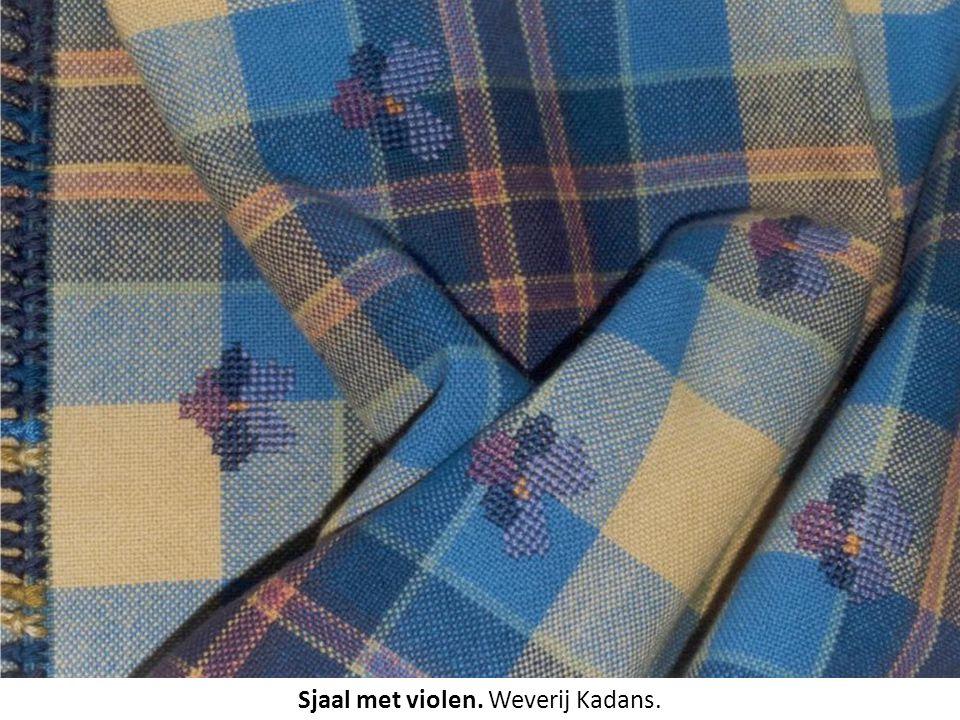 Sjaal met violen. Weverij Kadans.