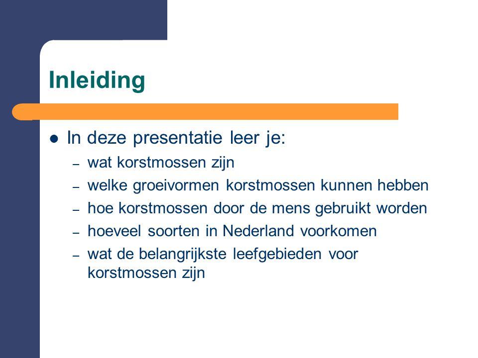 Inleiding  In deze presentatie leer je: – wat korstmossen zijn – welke groeivormen korstmossen kunnen hebben – hoe korstmossen door de mens gebruikt worden – hoeveel soorten in Nederland voorkomen – wat de belangrijkste leefgebieden voor korstmossen zijn
