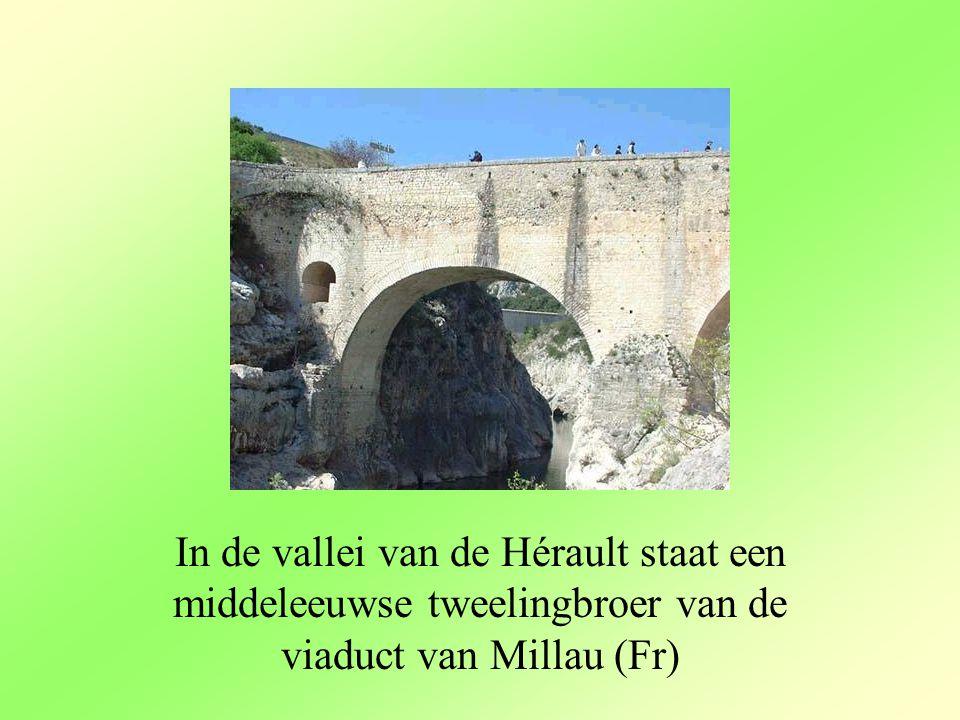 In de vallei van de Hérault staat een middeleeuwse tweelingbroer van de viaduct van Millau (Fr)