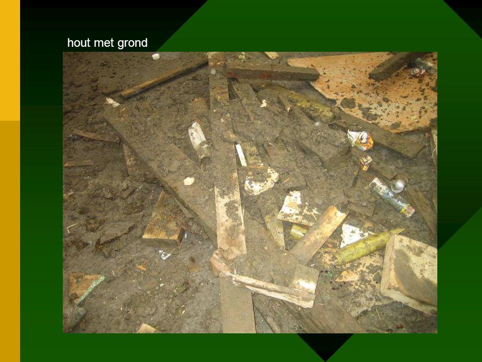 hout met grond