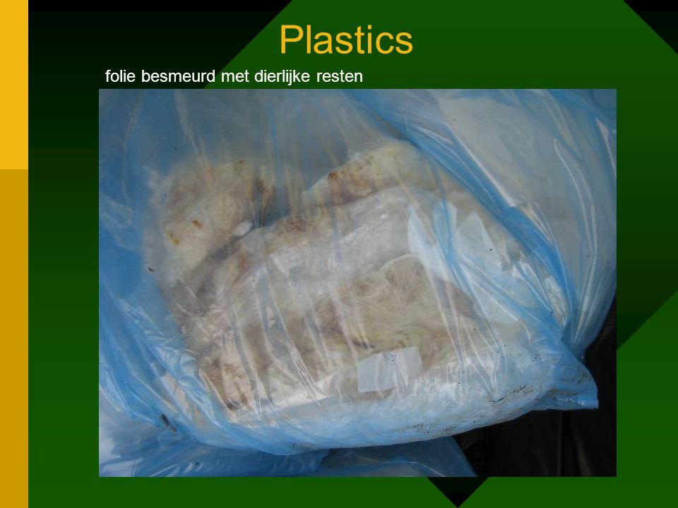 Plastics folie besmeurd met dierlijke resten