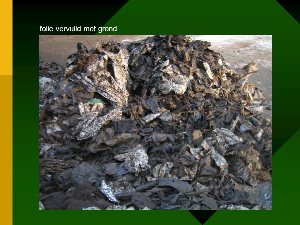 folie vervuild met grond