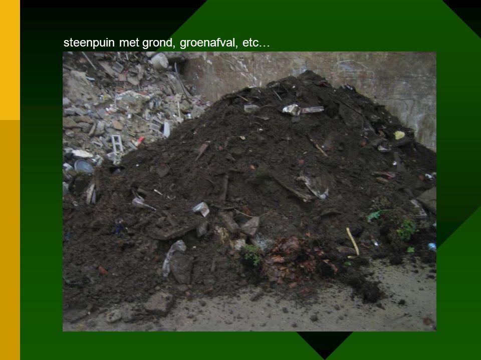 steenpuin met grond, groenafval, etc…