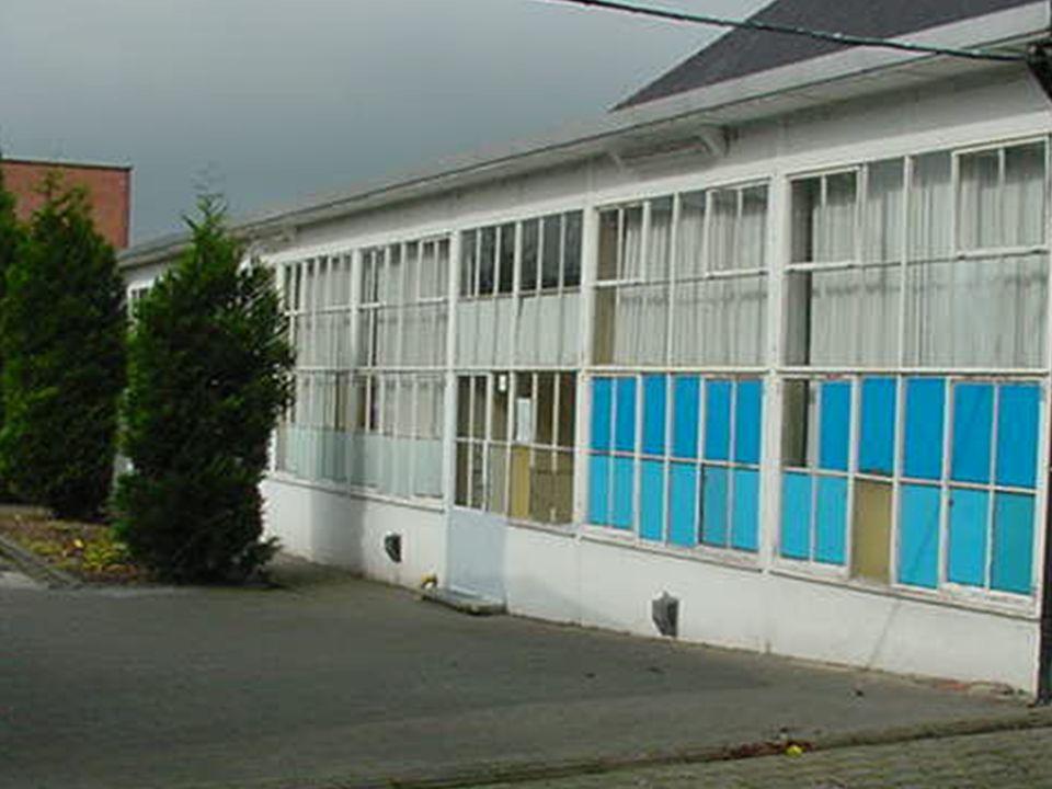 Ruimtelijke uitgangspunten Open ruimte en speelplaatsen voor de kinderen maximaal behouden Voortuinstroken beperken Campusgevoel creëren of de relatie tussen de gebouwen versterken Gescheiden speelplaatsen