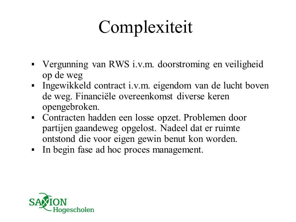 Complexiteit  Vergunning van RWS i.v.m. doorstroming en veiligheid op de weg  Ingewikkeld contract i.v.m. eigendom van de lucht boven de weg. Financ