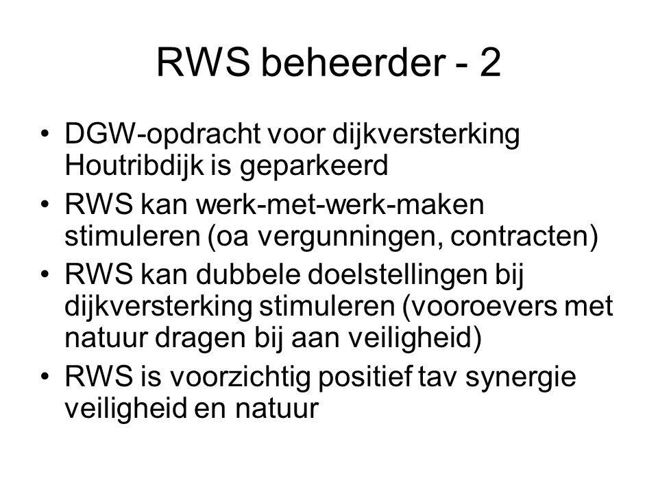 RWS beheerder - 2 •DGW-opdracht voor dijkversterking Houtribdijk is geparkeerd •RWS kan werk-met-werk-maken stimuleren (oa vergunningen, contracten) •RWS kan dubbele doelstellingen bij dijkversterking stimuleren (vooroevers met natuur dragen bij aan veiligheid) •RWS is voorzichtig positief tav synergie veiligheid en natuur