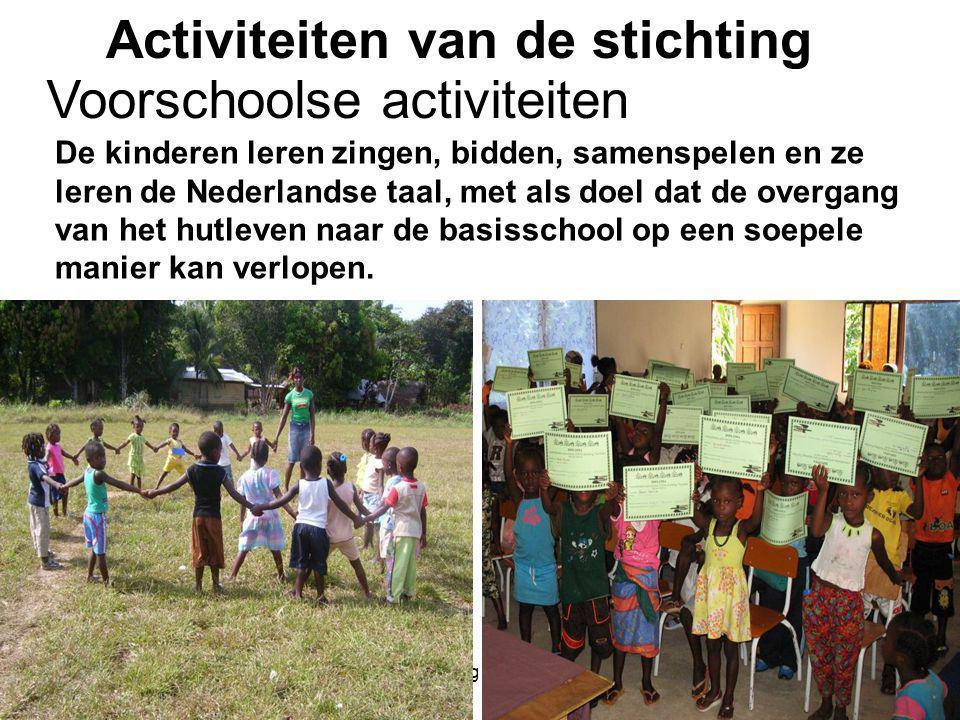 1-7-2014Stichting Teeifuka De kinderen leren zingen, bidden, samenspelen en ze leren de Nederlandse taal, met als doel dat de overgang van het hutleven naar de basisschool op een soepele manier kan verlopen.