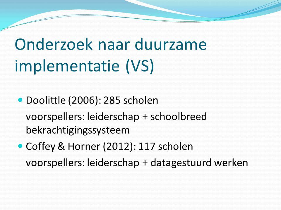 Onderzoek naar duurzame implementatie (VS)  Doolittle (2006): 285 scholen voorspellers: leiderschap + schoolbreed bekrachtigingssysteem  Coffey & Ho